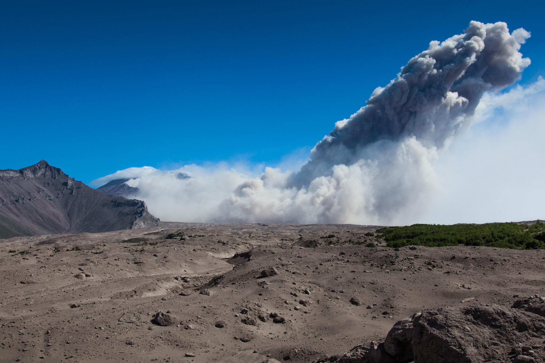 Aschewolken über dem Vulkan Shiveluch. Bild: Adriane Rohnfelder.