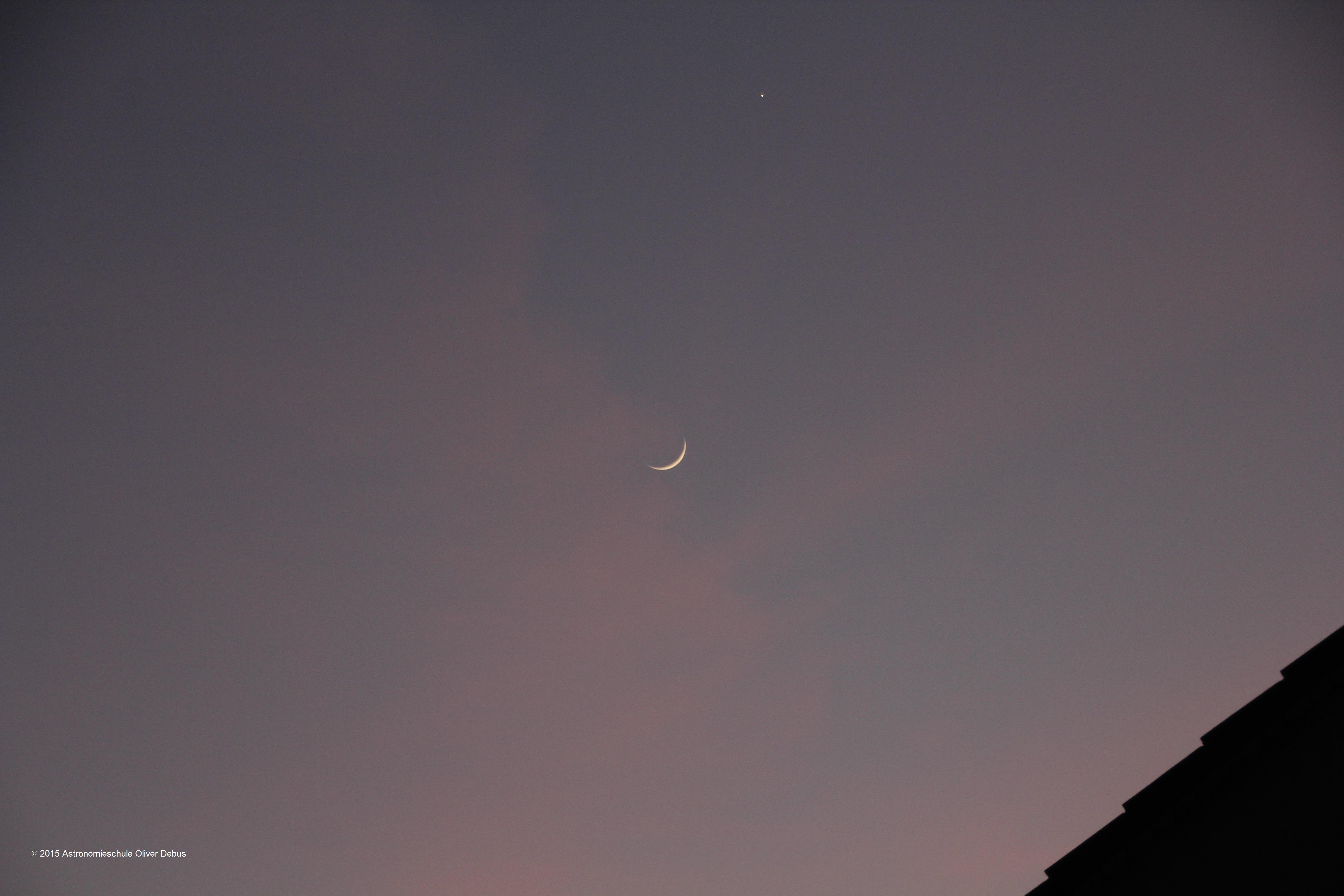 Abendstern Venus mit der schmalen Mondsichel.