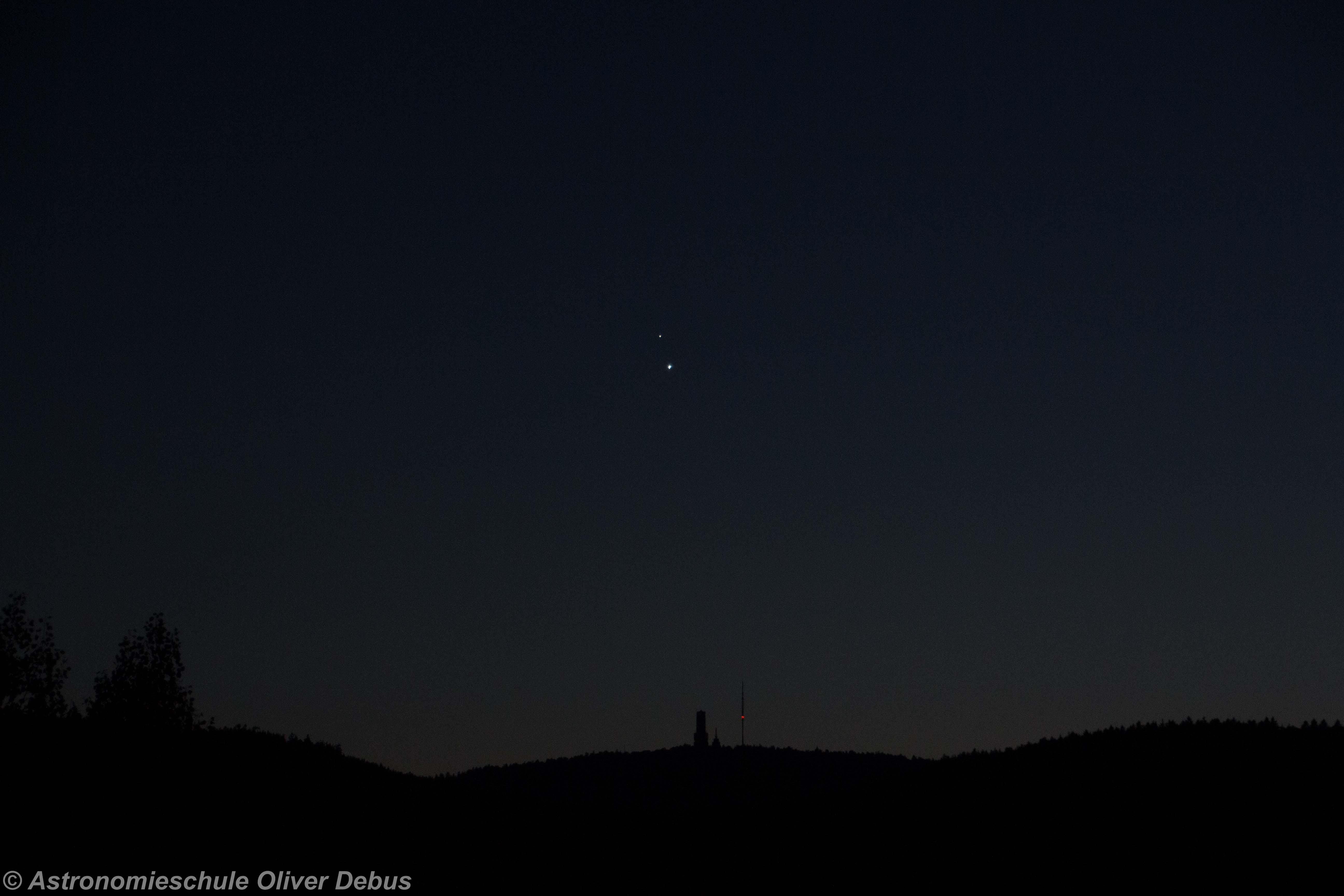 Venus und Jupiter über dem großen Feldberg, Taunus.