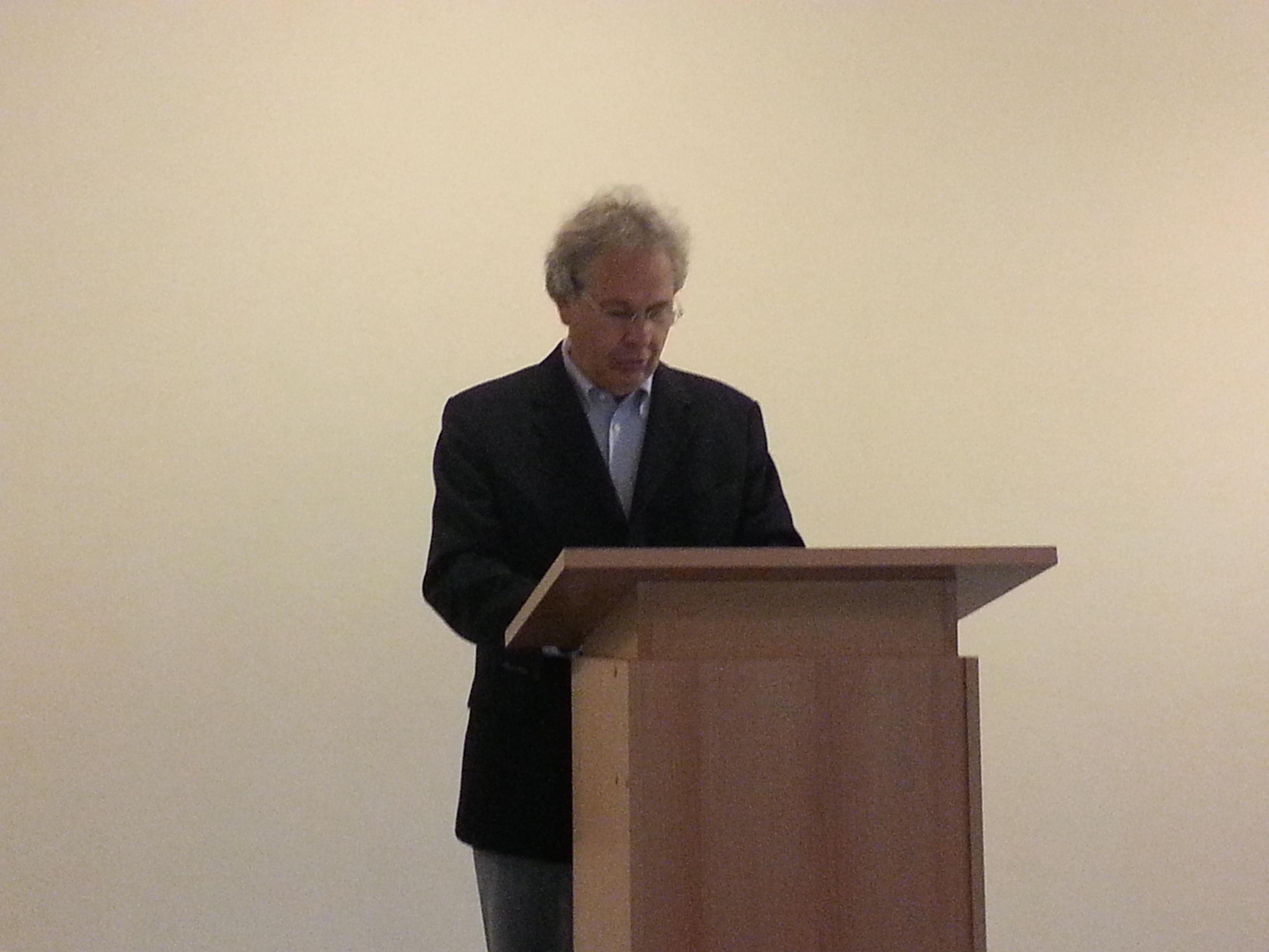 Victor Streifinger von der Tischtennisabteilung der TSG Wehrheim begrüßt die Gäste.